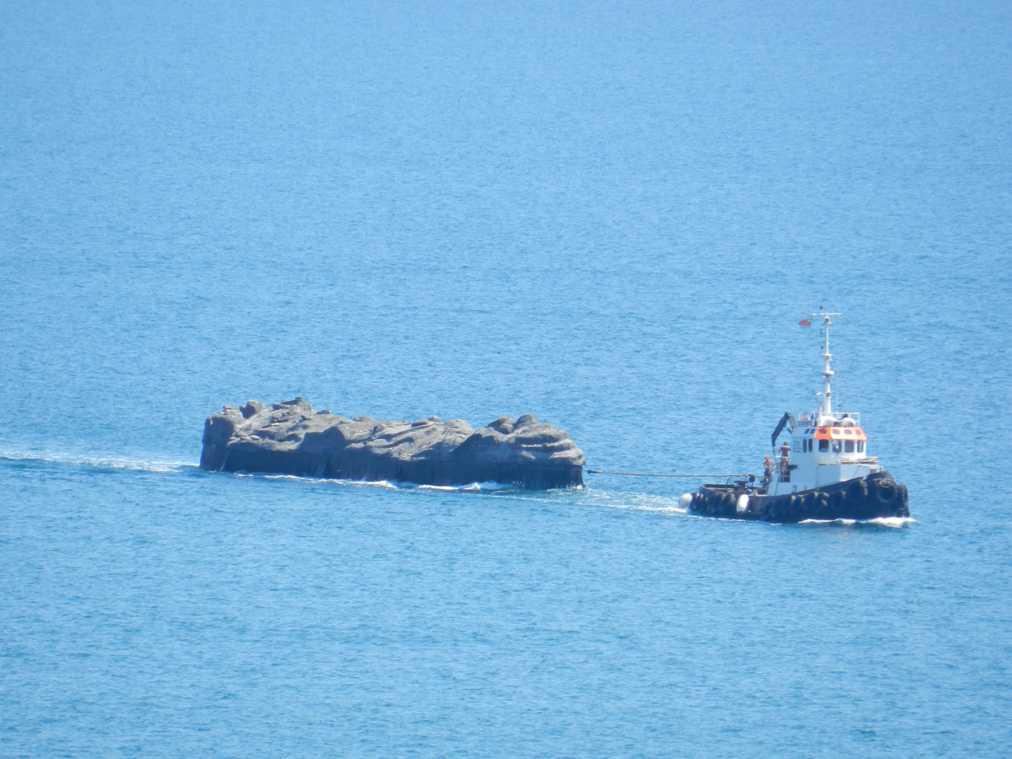 Nowhereisland arrived into Weymouth Bay to a rousing welcome by many supporters
