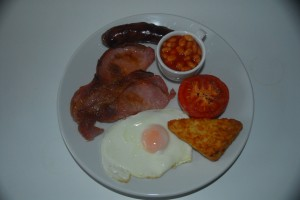 Our famous full English with free range egg, locally sourced bacon, locally sourced free range sausage containing 85% meat, grilled vine tomato, hash borwn and baked beans